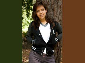Stephanie - 19 - Profesional