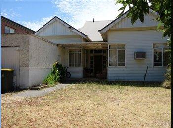 EasyRoommate AU -  1 BEDROOM  AVAILABLE IN ST KILDA EAST SHAREHOUSE - St Kilda East, Melbourne - $867