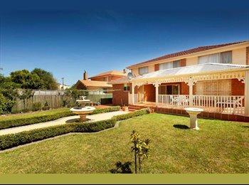 EasyRoommate AU - Avondale Heights/St Bernards Estate House - Avondale Heights, Melbourne - $867