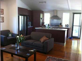 EasyRoommate AU - Room in beautiful queenslander in Cannon Hill - Cannon Hill, Brisbane - $823