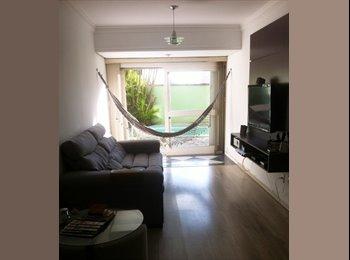 EasyQuarto BR - Quarto em apartamento com piscina e garagem - Zona Norte, Porto Alegre - R$1000