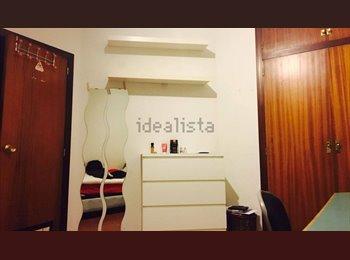 EasyPiso ES - Habitación en piso grande, compañeros simpáticos - Sants-Montjuïc, Barcelona - €300