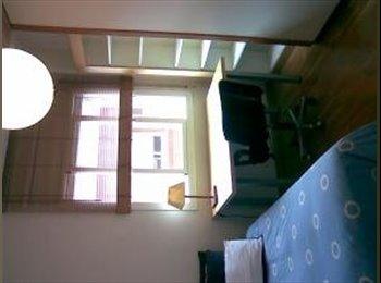 EasyPiso ES - Alquilo habitaciones confortables y muy soleadas - St Feliu De Llobregat, Barcelona - €450