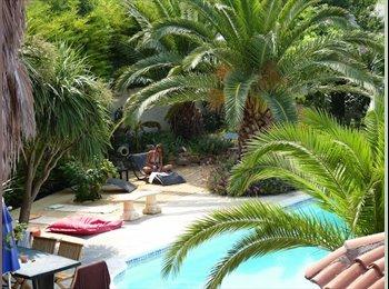 Appartager FR - Chambre meublée dans villa avec piscine à, Claira - Bompas, Perpignan - €260