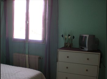 Appartager FR - CHAMBRE MEUBLEE CENTRE OLLIOULES - Ollioules, Toulon - €420