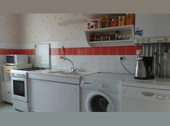 Appartager FR - chambre 11 m² - Grand Parc Chartrons, Bordeaux - €450