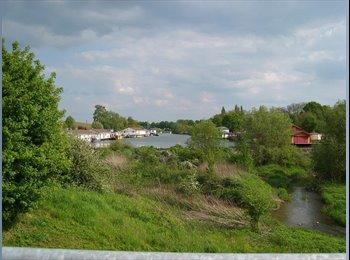 EasyKamer NL - Living on large a houseboat 2 km centre Maastricht - Centrum, Maastricht - €1495