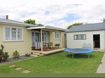 NZ - Curtain,Carpet,Wardrobe,Table Chair,Sky TV,Ph - Blenheim Central, Marlborough - $390