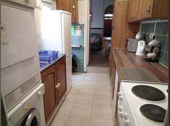 EasyRoommate UK -  Fully furnished rooms available in Evans St,10 minute walk  to  the Wolverhampton  university. - Wolverhampton, Wolverhampton - £300