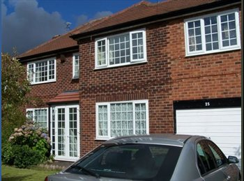 EasyRoommate UK - Large room in shared house - Gatley, Stockport - £370