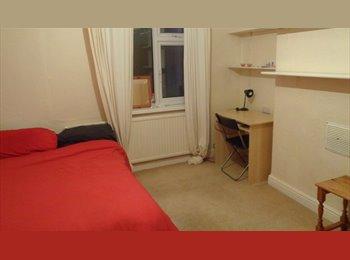 EasyRoommate UK - Smartly Decorated, Fully Furnished, Large & Spacious Detached House - Nottingham, Nottingham - £301