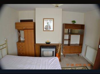 EasyRoommate UK - Nice clean house - Grimsby, Grimsby - £260