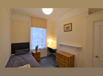 EasyRoommate UK -  Excellent furnished room close to Town Centre - Ipswich, Ipswich - £325