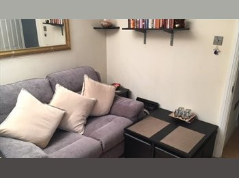 EasyRoommate UK - Spacious, Fully Furnished Semi Detached House -E16 - North Woolwich, London - £477