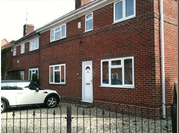 EasyRoommate UK - 4 Bed Contemporary Immaculate Semi detached house - Summertown, Oxford - £440