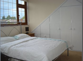 EasyRoommate UK - Lovely bedroom 10 minutes frm walsgrave Sainsbury - Potters Green, Coventry - £300