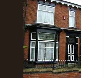EasyRoommate UK - double rooms available for proffesional or student - Bolton, Bolton - £282