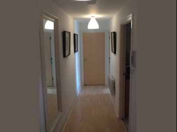 EasyRoommate UK - Stunning riverview 2 bed flat to rent - Brentford, London - £1690