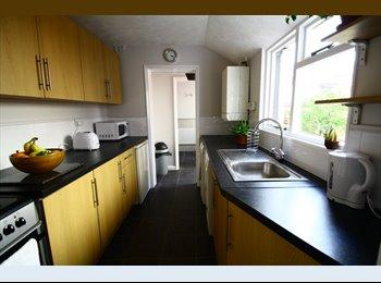 EasyRoommate UK - Large Double in Lovely Semi-Detached House - Southborough, Tunbridge Wells - £555