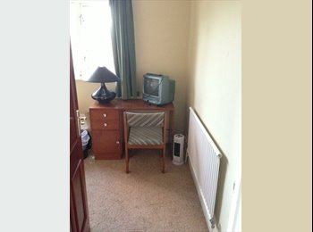 EasyRoommate UK - Two rooms in large detached house w/garden - Caldecote, Huntingdonshire - £350