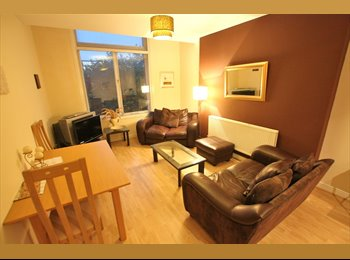 EasyRoommate UK - Room to rent in luxurious city centre apartment - Liverpool Centre, Liverpool - £400
