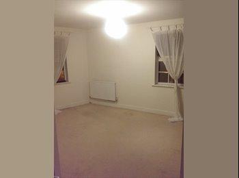 EasyRoommate UK - Large Double Room in Town Centre - Aylesbury, Aylesbury - £400