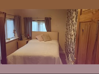 EasyRoommate UK - Double room to let for student or professional - Claines, Worcester - £360