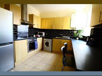 EasyRoommate UK - Double Room - Lovely Town House - Southborough, Tunbridge Wells - £450