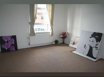 EasyRoommate UK - fantastic newly refurbished 5 double room house - Loughborough, Loughborough - £370