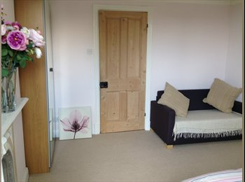 EasyRoommate UK - Newly refurbished 5 double bedroom house to let - Loughborough, Loughborough - £370