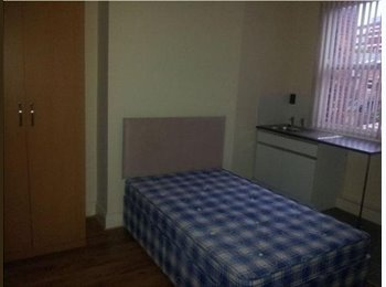EasyRoommate UK - SIX BED HOUSE TO RENT IN MANCHESTER - Chorlton Cum Hardy, Manchester - £350