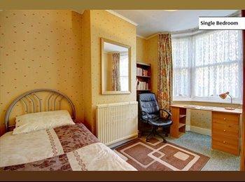 EasyRoommate UK - Single Quiet and Cosy Room - Tottenham, London - £585