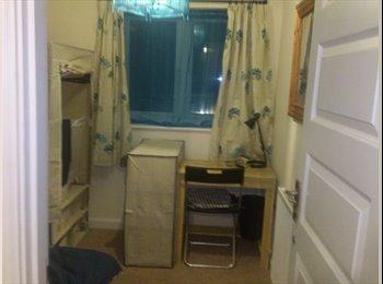 EasyRoommate UK - Single fully furnished PORT SOLENT area - Cosham, Portsmouth - £250