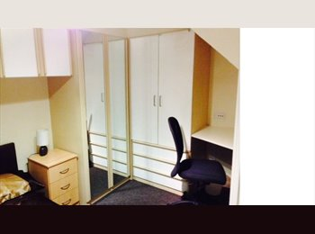 EasyRoommate UK - Professional House Share in Hemel HP2 Furnished - Hemel Hempstead, Hemel Hempstead - £433