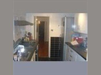 EasyRoommate UK - Single Room to let for female - Enfield, London - £300
