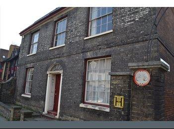 EasyRoommate UK - Large double room to rent - Ipswich, Ipswich - £400