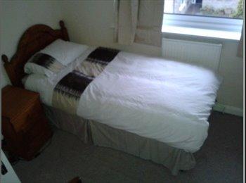 EasyRoommate UK - Single Furnished room available in family home in Haywards Heath - Haywards Heath, Haywards Heath - £450