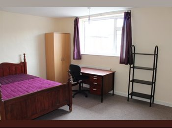 EasyRoommate UK - Large semi gas C/H D/G very near to UNI - Knighton, Leicester - £277