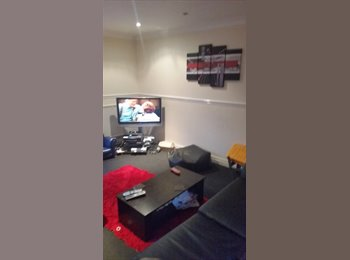 EasyRoommate UK - 1 room in 3 bedroom house - Risley, Warrington - £300