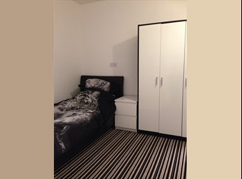 EasyRoommate UK - Royal Docks, overlooking Canary Wharf - North Woolwich, London - £650