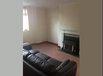 EasyRoommate UK - very quite ground floor bedsit in sedgley, - Sedgley, Dudley - £375