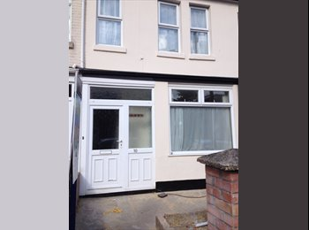EasyRoommate UK - NEW DECOR - LARGE DOUBLE ROOMS (2 WITH ENSUITE) - Portswood, Southampton - £368