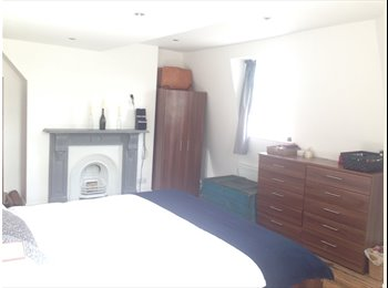 EasyRoommate UK - SPACIOUS SUPERKING SIZE ROOM IN OVAL KENNING - Stockwell, London - £1060