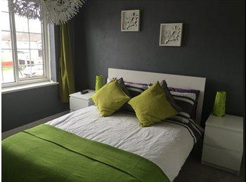 EasyRoommate UK - Well presented three bedroom house - Castle Bromwich, Birmingham - £450