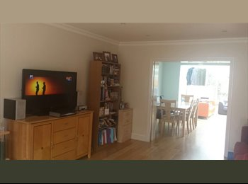 EasyRoommate UK - Single and double rooms available in gorgeous house share - Morden, London - £500