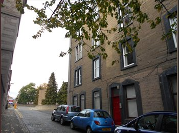 EasyRoommate UK - Large comfortable room in shared flat - Dundee, Dundee - £300