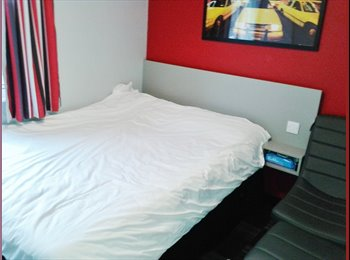 EasyRoommate UK - Ensuite Bedroom to let at Study Inn Sheffield - Broomhall, Sheffield - £563