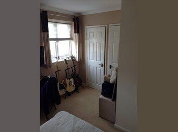 EasyRoommate UK - Lovely room for rent in London Colney - St. Albans, St Albans - £525