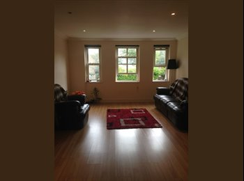 EasyRoommate UK - Great double room with access to own bathroom - Hampton, London - £800