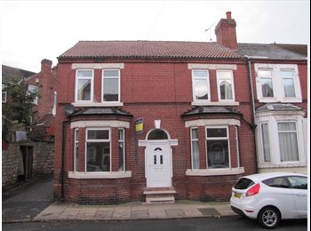 EasyRoommate UK - Spacious Warm Rooms Available - Balby, Doncaster - £325